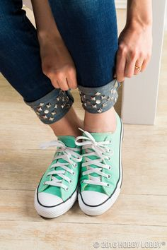 Make a statement with metal studs! They are great for thick fabrics, like denim. Redo Clothes, Diy Clothes And Shoes, Clothes Crafts, Clothing Redo, Diy Clothes Patterns, Girl Fashion, Fashion Tips, All About Fashion, Wearable Art