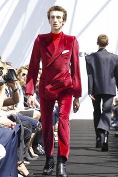 Discover NOWFASHION, the first real time fashion photography magazine to publish exclusive live fashion shows. Balenciaga Spring, Balenciaga Mens, Live Fashion, Fashion Show, Runway Fashion, Mens Fashion, Oversized Jacket, Men's Collection, Fashion Photography