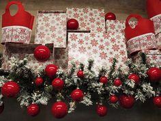 Palle di vetro rosse per un decoro natalizio classico. Online idee per allestimenti di natale e confezioni regalo. Tutta l'oggettistica all'ingrosso