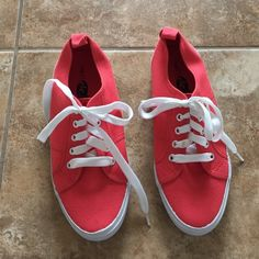 Coral tennis shoes Never worn, rue21 etc! Coral tennis shoes. Super cute! Rue 21 Shoes Athletic Shoes