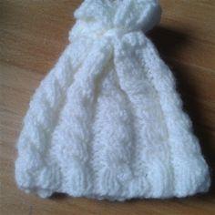 Boutique lemarchetdufaitmain vente layette laine tricotée aux aiguilles, bonnet bébé fait main, bonnet bébé tricoté en torsades, bonnet bébé fait main petit prix, bonnet bébé fait main cadeau de naissance @ romane-et-ondine Boutique lemarchetdufaitmain...