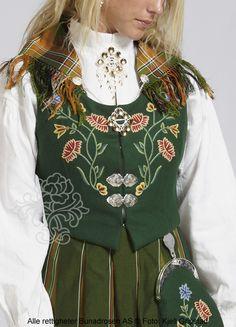 Nordlandsbunad til dame - BunadRosen AS Folk Costume, Costumes, Frozen Costume, Dark Mori, Beautiful Outfits, Norway, Sewing Crafts, Boho, Nature
