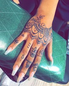 Henna Tattoo Hand, Mandala Hand Tattoos, Skull Tatto, Cute Hand Tattoos, Small Hand Tattoos, Hand Tattoos For Women, Henna Tattoos, Diy Tattoo, Tattoo Blog