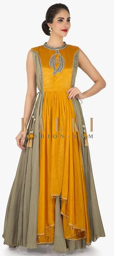Laadesar Mustard Tunic Adorn In Gotta Patch Work Call or Whatsapp on or visit insta page WOMN CLOTHING. we are designer studio specialized in custom designer dresses. No CASH ON DELIVERY, worldwide delivery. Indian Gowns, Indian Wear, Indian Outfits, Kurta Designs, Blouse Designs, Simple Pakistani Dresses, Stylish Dress Designs, Anarkali Dress, Traditional Fashion
