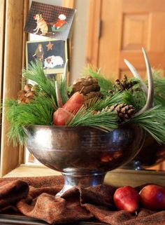 A young family in the Minneapolis suburbs creates an old-fashioned Christmas with stylish North Woods touches.