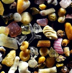 Magnified Sand Grains From Around the World Are Mixed Together Like a Pouch Full of Gems. His photographs of miniscule grains of sands magnified up to 300 times reveal that each grain of sand can be beautiful and unique. Sand Under Microscope, Things Under A Microscope, Crystals Minerals, Rocks And Minerals, Nature Secret, Microscopic Images, Fotografia Macro, Grain Of Sand, Science And Nature