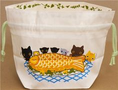 Kutusita Nyanko cat bento pouch bag with food