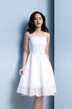 dam-xoe-2-day-ren-luoi Sexy White Dress, White Dress Summer, Ulzzang Fashion, Korean Fashion, Simple Dresses, Pretty Dresses, Girl Fashion, Fashion Dresses, Event Dresses