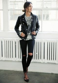 lace-up flats with destroyed black jeans and a leather jacket Mode Outfits, Fall Outfits, Casual Outfits, Summer Outfits, Punk Rock Outfits, School Outfits, Jeans Trend, Look 2015, Look Fashion