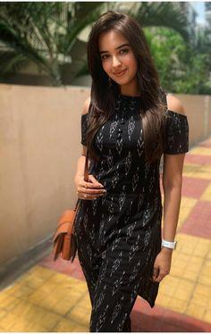 Silk Kurti Designs, Simple Kurta Designs, Kurta Designs Women, Kurti Designs Party Wear, Long Dress Design, Dress Neck Designs, Stylish Dress Designs, Designs For Dresses, Indian Gowns Dresses
