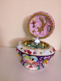 Disney Music Box Musical Jewelry ~ Alice in Wonderland Sea Glass Jewelry, Jewelry Box, Disney Music Box, Disney Proposal, Disney Snowglobes, Inspiration Artistique, Disney Souvenirs, Pretty Box, Adventures In Wonderland