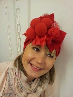 """Muodin huipulle-ohjelman vuonna 2011 voittanut suunnittelija ja vaatetusalan yrittäjä Linda Sipilä on suunnitellut nenistä ihastuttavan """"Li..."""