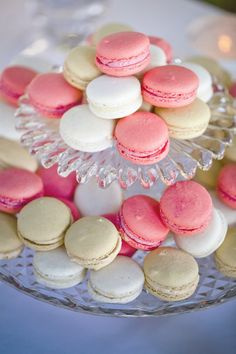 Parisian Wedding: Maccarons // Dainty, Classy Party Food // #confettimagspring