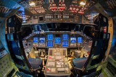 Walter Scriptunas II  ケネディ宇宙センターにあるスペースシャトル・エンデバー内部を撮ったもの。  http://abduzeedo.com/photographs-awesome-cockpits#  http://gigazine.net/news/20121210-cockpits-photographs/