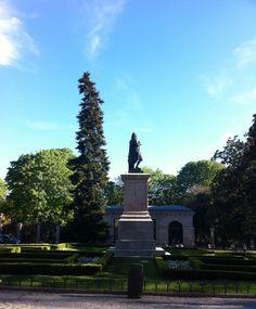 Murillo a la salida del Museo del Prado y en frente del Jardín Botánico.
