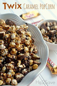 Twix Caramel Popcorn Recipe by This is an ooooh sooo delicious snack to have when you're snuggling up with your kids while watching a movie. This is one of our most popular recipes, and we'll know you'll enjoy it if you have a sweet tooth. Popcorn Bar, Popcorn Snacks, Candy Popcorn, Flavored Popcorn, Gourmet Popcorn, Popcorn Recipes, Snack Recipes, Dessert Recipes, Cooking Recipes