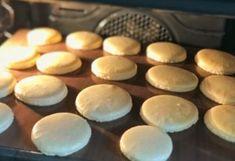 Makrónky, ktoré sa dajú ľahko pripraviť - Mňamky-Recepty.sk Tea Lights, Candles, Recipes, Tea Light Candles, Candy, Ripped Recipes, Candle Sticks, Cooking Recipes