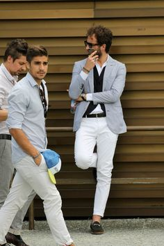 pantalon blanc Italy Fashion, Fashion Mode, Mens Fashion, Style Blog, My Style, Trench Coat Beige, Weather In Italy, Costume Blanc, Italy Culture