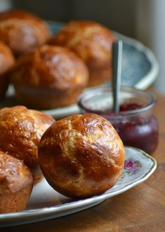 Het thema van heel Holland bakt  is deze week brood. En er staat ook weer een Frans baksel tussen, namelijk brioche . Briochedeeg is brood...