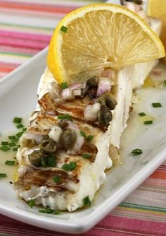 This recipe for Grilled Halibut with Lemon Caper Vinaigrette is super simple. Nutritional information and Weight Watchers Points included. Fish Recipes, Seafood Recipes, Paleo Recipes, Dinner Recipes, Cooking Recipes, Kraft Recipes, Top Recipes, Seafood Dinner, Fish And Seafood