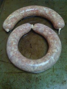 Different Sausage Shapes Summer Sausage Recipes, Chicken Sausage Recipes, Meat Recipes, Homemade Italian Sausage, Homemade Sausage Recipes, How To Make Sausage, Sausage Making, Home Made Sausage, Crates