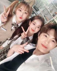 에이프릴 이나은 팬페이지さんはInstagramを利用しています:「with Boram and Jooha ❤ #에이틴 #나은 #ATEEN #Naeun」 Boy And Girl Best Friends, Korean Best Friends, Ulzzang Korean Girl, Ulzzang Couple, Teen Couples, Cute Couples, Teen Web, Boy And Girl Friendship, Korean Picture