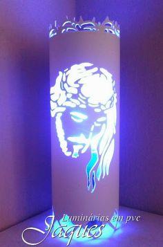luminária em pvc face de cristo, criada com cano de 100mm e com 30 cm de altura