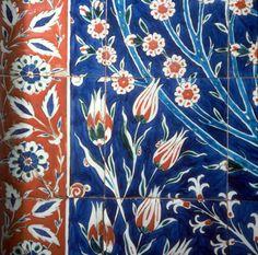Tulip and daisy design, detail of sixteenth century Iznik tile in the Harem, Topkapi Palace Museum, Istanbul, Turkey