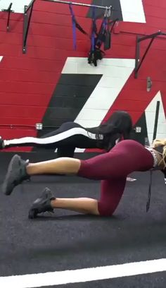 One-arm push ups are a versatile bodyweight workout. They're fantastic for fat loss, enhancing cardiovascular physical fitness and enhancing the body. Learn how to do One-arm rise with this workout video. Fitness Workouts, Fitness Motivation, Training Fitness, Sport Fitness, Yoga Fitness, At Home Workouts, Butt Workouts, Simple Workouts, Funny Fitness
