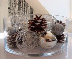 Elegant and Simple Christmas Table Centerpiece Ideas That Easy to Make 045 Christmas Table Centerpieces, Decoration Christmas, Christmas Table Settings, Christmas Candles, Xmas Decorations, Holiday Decor, Centerpiece Ideas, Simple Christmas, Winter Christmas