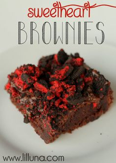 Sweetheart Brownies. These were so yummy and easy to make! Recipe on { lilluna.com } #valentines