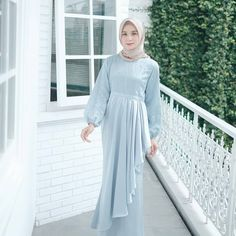 Affordable prices on new tops, dresses, outerwear and more. Hijab Gown, Hijab Dress Party, Hijab Style Dress, Hijab Outfit, Hijab Casual, Bridesmaid Dresses With Sleeves, Mismatched Bridesmaid Dresses, Modest Dresses, Simple Dresses