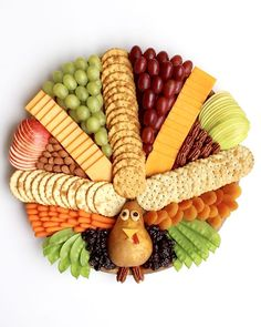 How to make a festive and delicious Turkey Snack Board for everyone to gobble up at your Thanksgiving gatherings! How to make a festive and delicious Turkey Snack Board for everyone to gobble up at your Thanksgiving gatherings! Thanksgiving Snacks, Thanksgiving Turkey, Thanksgiving Decorations, Side Dishes For Thanksgiving, Healthy Thanksgiving Recipes, Hosting Thanksgiving, Holiday Appetizers, Holiday Treats, Holiday Recipes