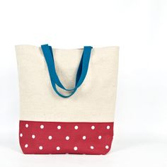 The straps have a 22 cm drop (8 1/2 in) allowing the bag to be worn comfortably over the shoulder.