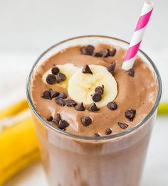 I love this Chocolate Peanut Butter Banana Breakfast Shake! I dream about it when I am on long runs and it's what I make when I am done! The overripe bananas will add the sweetness for the smoothie Healthy Chocolate Smoothie, Banana Com Chocolate, Banana Protein Smoothie, Chocolate Peanut Butter Smoothie, Chocolate Shake, Delicious Chocolate, Nutella Chocolate, Peanut Butter Shake, Peanut Butter Breakfast