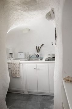 Freshome Hotel Review Aris Caves In Oia Santorini Travel - Aris caves oia