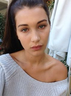 Bella Hadid gorgeous natural hair and light/no makeup