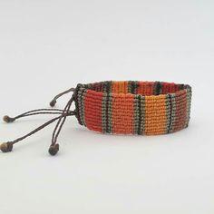 Macrame Bag, Micro Macrame, Macrame Jewelry, Textiles, Bracelet Crafts, Textile Jewelry, Macrame Bracelets, Loom Weaving, Bracelet Tutorial