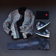 Jacket / #RepresentClo Blizzard Bomber▫️Tee / #CommeDesGarçons Play▫️Denim / Represent Stonewashed Biker▫️Kicks / #Jordan1 #Shadow