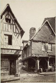 Maisons à pans de bois à Bernay, façades sur rue. Photo Frédéric Mieusement avant 1893.  Medieval houses (around 15th century)