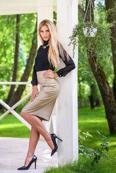 Platform High Heels, Black High Heels, Mode Outfits, Sexy Outfits, Sexy Skirt, Dress Skirt, Tight Dresses, Cute Dresses, Elegantes Outfit Frau