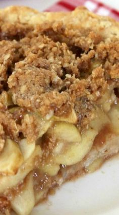 Dutch Apple Pie Dutch Apple Pie Recipe ~ The crust was perfect with the flakiness, the apples were full of great cinnamon flavor and the topping was PERFECT! The Best Dutch Apple PieDutch Apple Pie: Sweet, CThis Dutch Apple Pie is o Just Desserts, Delicious Desserts, Dessert Recipes, Yummy Food, Recipes Dinner, Apple Desserts, Apple Pie Recipes, Sweet Recipes, Apple Pies