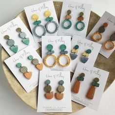 Rough, green gemstone jewelry for every day or May birthstone jewelry. Ceramic Jewelry, Polymer Clay Jewelry, Clay Beads, Jewelry Crafts, Handmade Jewelry, Jewelry Ideas, Diy Clay Earrings, Fancy Earrings, Gold Earrings