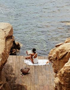Girl Reading Book on Dock by the Ocean – Travel Destinations Summer Aesthetic, Travel Aesthetic, Weekend Vibes, Summer Vibes, Long Weekend, Voyager Seul, Girl Reading Book, Summer Dream, Summer Beach