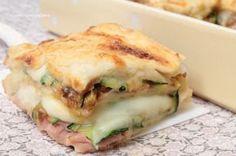 La Torta di Pancarrè con zucchine, prosciutto e scamorza è una ricetta deliziosa, semplicissima e veloce da realizzare che vi conquisterà al primo assaggio!