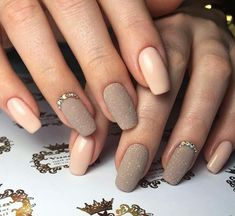 My absolute favourite! Elegant Nail Designs, Elegant Nails, Nail Art Designs, Shellac Nails, Gold Nails, My Nails, Cute Nails, Pretty Nails, Nails Design With Rhinestones