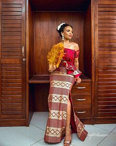 Kente Wedding Dresses of Ghanaian Brides African Fashion Designers, African Inspired Fashion, African Print Fashion, Africa Fashion, African Print Dresses, African Fashion Dresses, African Dress, African Clothes, African Wear