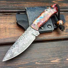 BushKnife custom mini Cool Knives, Knives And Tools, Knives And Swords, Survival Supplies, Survival Tools, Blacksmithing Ideas, Damascus Knife, Knife Art, Knife Handles