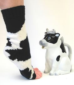 Too funny! Toes are the udders, even! Pattern is Cowasocky by Leslie Comstock #knit #free #cows