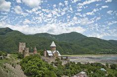Georgien - das ist ein Land der Gegensätze und ein Land zwischen Europa und Asien. Mit Marco Fieber habe ich über den spannenden Kaukasus-Staat gesprochen. Dazu gibt es einige faszinierende Bilder von dort in der Galerie. Genug Stoff zum Träumen für die nächste Zeit!